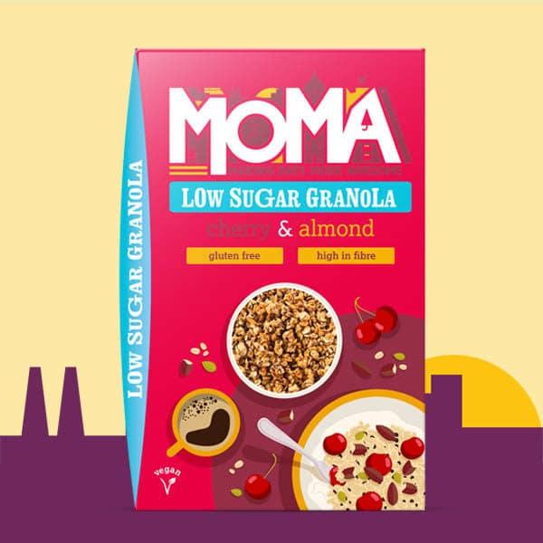 Une image contenant notre nouveaux granolas pauvre en sucre avec des ceries et des amandes